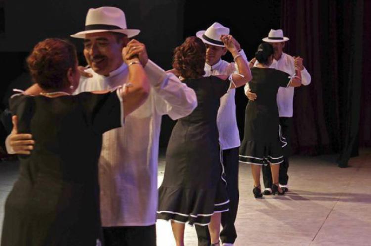 54e128753 Tres parejas bailando danzón. (GIRON)