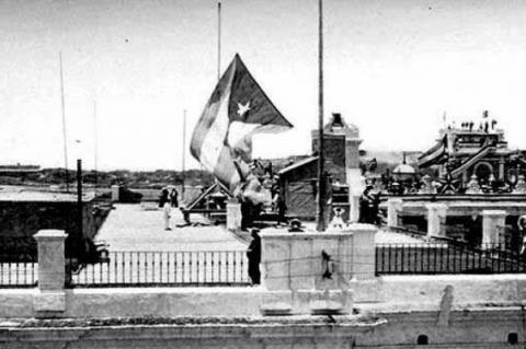 La bandera de Cuba ondea por primera vez en la azotea del antiguo Palacio de los Capitanes Generales, 20 de mayo de 1902. RADIO HABANA CUBA