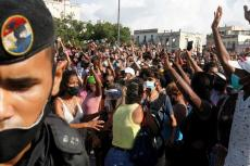 Cubanos en una de las protestas generadas en la Isla el 11 de julio. (REUTERS)