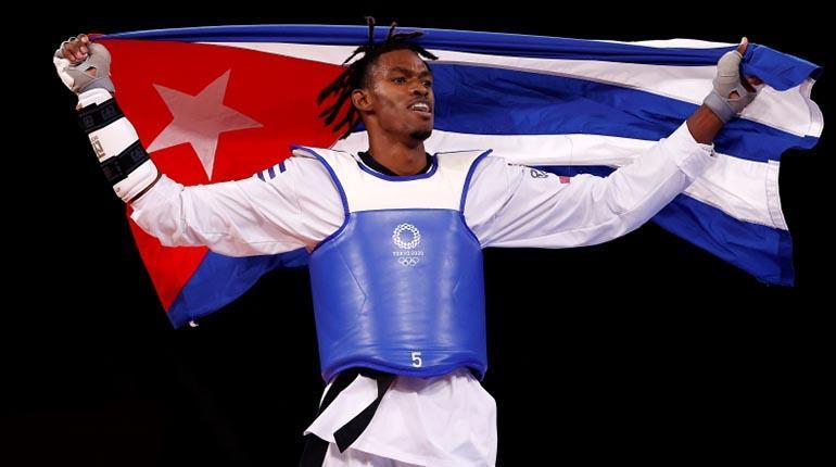Rafael Alba, primera medalla (bronce) de Cuba en los Juegos Olímpicos Tokio 2020. (REUTERS)