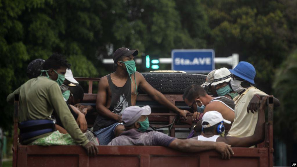 Trabajadores cubanos